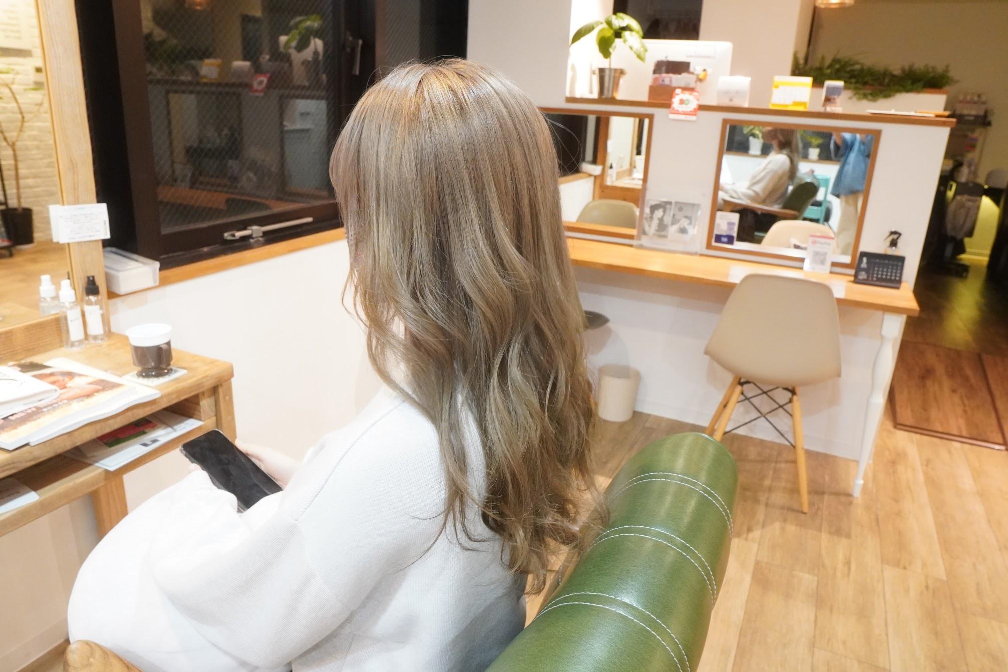 神戸美容室 三宮美容室 ダブルカラー ブリーチ1回 全体ブリーチ 全頭ブリーチ グレージュカラー ハイトーンカラー アディクシーカラー